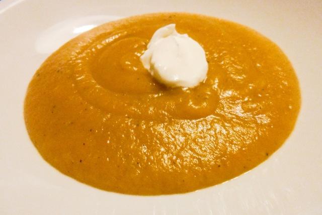 Tøm køleskabet grøntsagssuppe - denne gang med kartoffel, porre, løg og gulerod